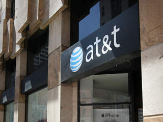 AT&T announces 100 new jobs in Kansas