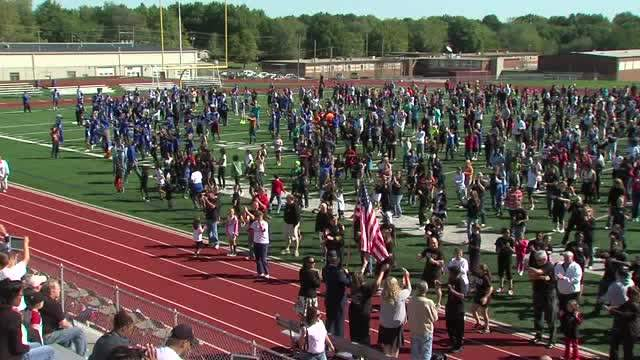 Raytown students dance for world record