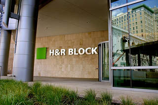 H&R Block hiring 500 temporary workers