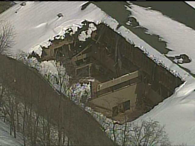 SKYTRACKER: GLADSTONE ROOF COLLAPSE 130222