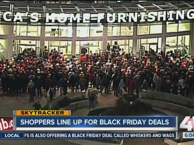 Hundreds Wait In The Cold For Black Friday Deals Kshb