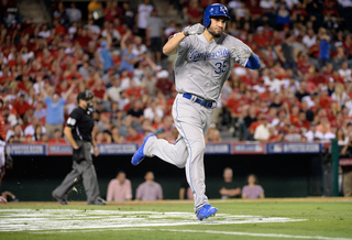 Royals agree to one-year deal with Hosmer
