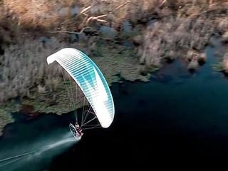 Powered paraglider has feet dragging skills