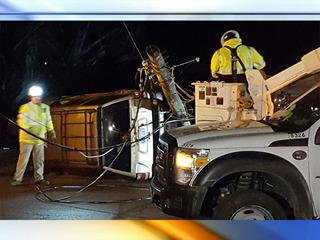 Vehicle crashes into utility pole in Shawnee