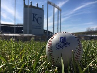 Royals lose 3-2 to Tribe, who clinches division