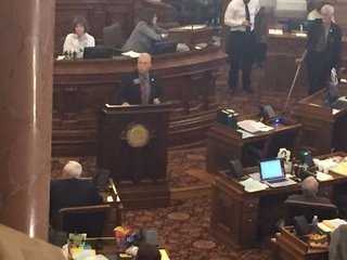 KS lawmakers approve plan for balancing budget