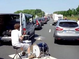 Two-hour traffic jam turns into jam session