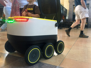 Starship introduces robots to neighbors in KC