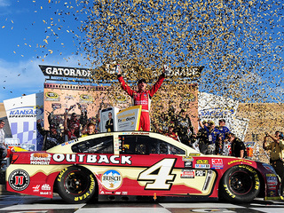 Kevin Harvick wins to reach next round of Chase