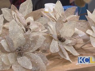 Holiday Decor: Burlap Poinsettias
