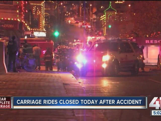 Horse and three people injured after carriage crash on Plaza