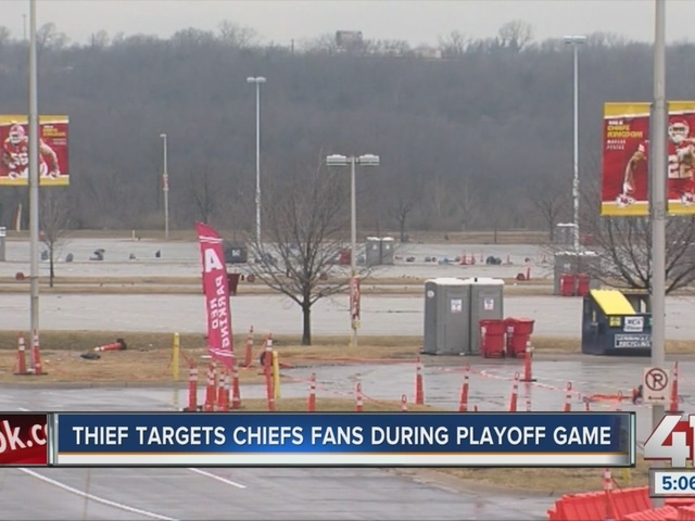 Thief targets chiefs fans during playoff game
