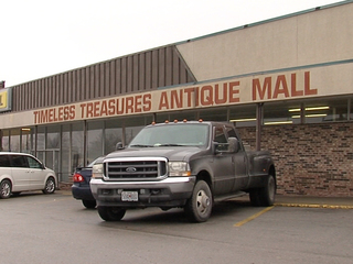 Vendors say owner sold items, left with money
