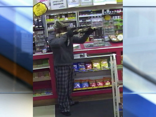 Leavenworth PD looking for gas station robber