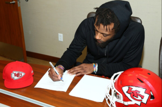 Chiefs sign long-term deal with Eric Berry