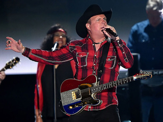 Garth Brooks announces stop in Kansas City