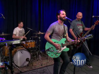 Behind The Spotlight: The Electric Lungs