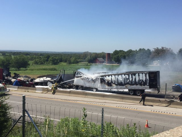 5 die in fiery, 6-vehicle pileup on I-70 in Kansas