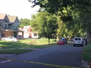 Man found shot in vehicle in KCMO