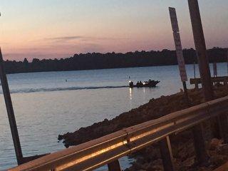 Crews rescue stranded kayakers on Longview Lake