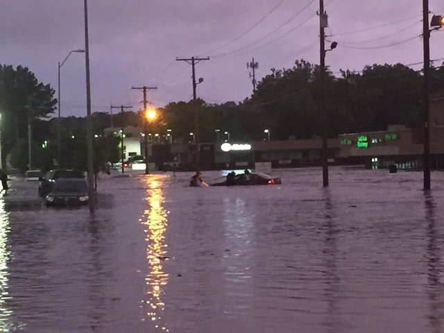Flooding reported after heavy rains in Kansas City area