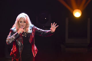 Bonnie Tyler to sing 'Total Eclipse' at totality