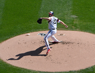 Rookie Giolito outduels Ian Kennedy