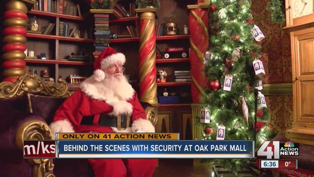 behind the scenes at oak park mall during holiday season - What Time Does The Mall Close On Christmas Eve