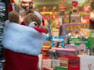 How to save money on online Christmas shopping