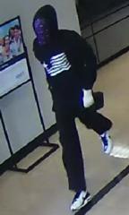 Masked man fails at bank robbery