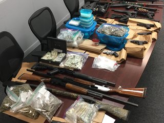 Suspect arrested in KCK with guns, drugs, cash