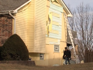 Independence family waits months for siding job