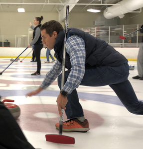 41 Action News Anchor Mike Marusarz learns to curl