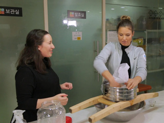 Julia Mancuso learns how to make rice wine