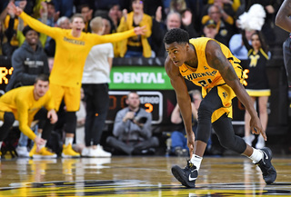 Morris paces Shockers with 25, Frankamp with 18