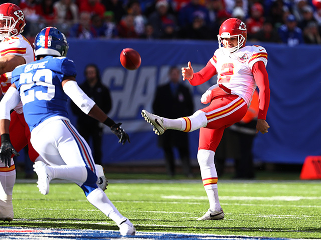 Punter Dustin Colquitt re-signs with Chiefs, agent says