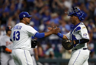 Royals bounce back, hold on in 9th over Tigers