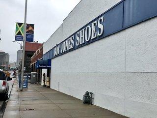 Crossroads shoe store Bob Jones Shoes closing