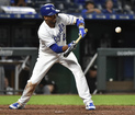 Bunt-Off! Royals small ball wins it in 10th