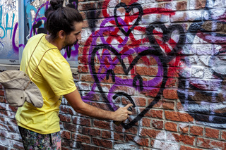 Murals bring new life to KCMO neighborhoods