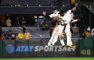 Pirates sweep Royals, win all games by one run