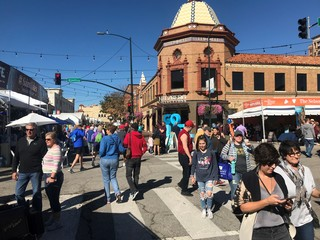 Large crowds fill the Plaza Art Fair