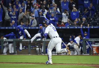 Salvy Walk-Off! Perez wins it in extra innings