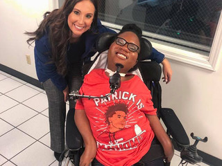 Teen hopes for magical prom night with Mahomes