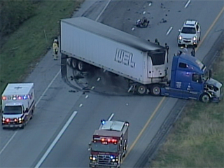 One dead in tractor-trailer crash on I-435