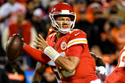 Mahomes torches Bengals for 4 TDs as Chiefs roll