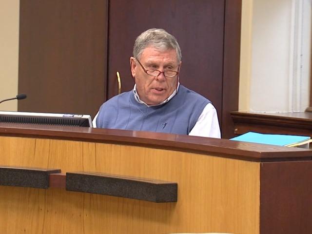 Leavenworth mayor: Commissioner should resign