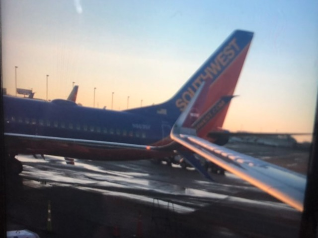 plane from kci clips wing of another flight after landing in stl